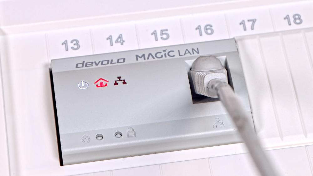 Netzwerk mit devolo Magic 2 LAN DINrail zentral einspeisen.