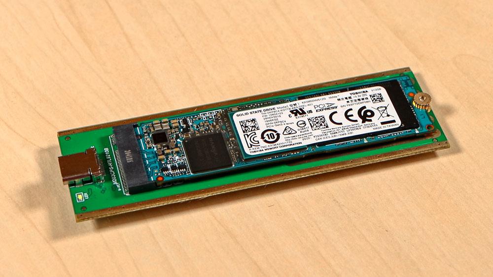 M.2 SSD in ein externes USB Gehäuse einbauen - SSD Chip auf Mainboard