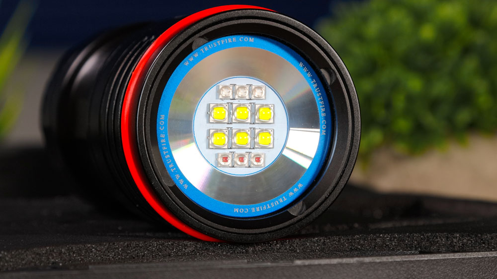 TrustFire DF50 - LED Block - Tauchlampe mit weißem-, rotem- und UV-Licht