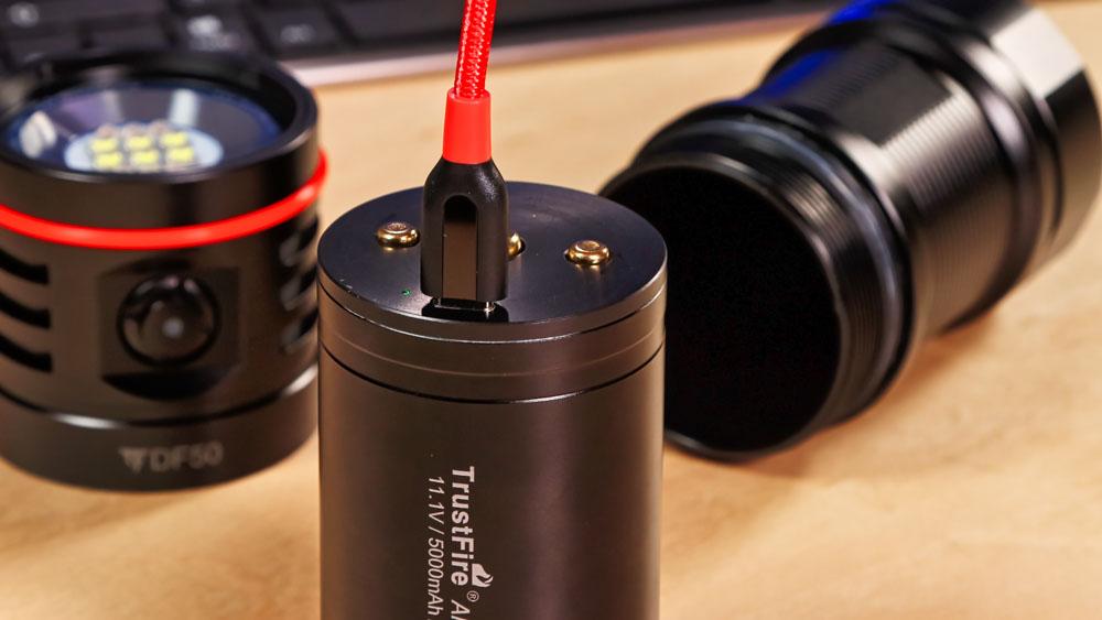 TrustFire DF50 - Lithium-Ionen-Akku der günstigen Tauchlampe